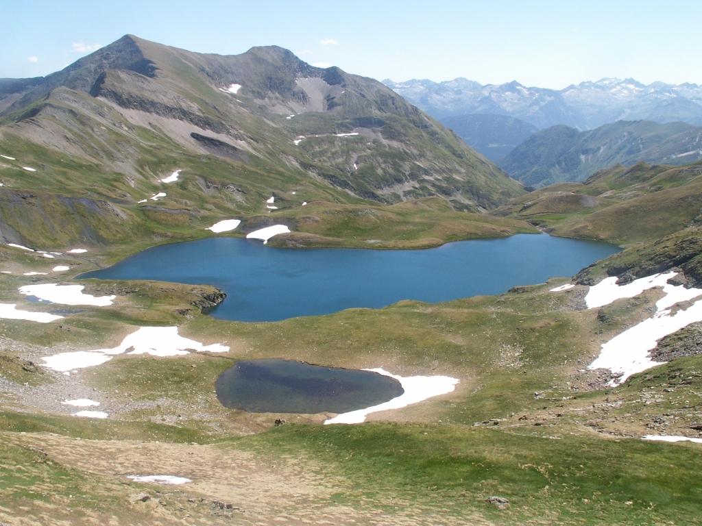 http://pyreneesariegeoises.free.fr/fonddecranetveil/pict0079.jpg